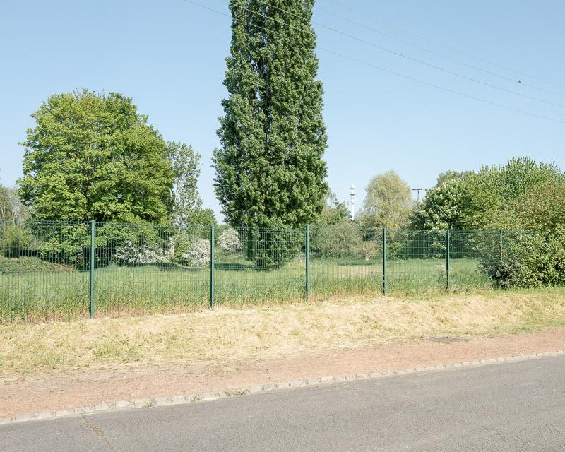 Espace vital, espace privé et espace public, clôture et terrain vague.