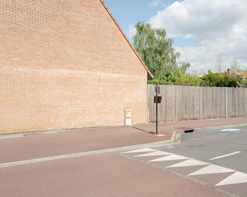 Espace vital, espace privé et espace public, maison et trottoir
